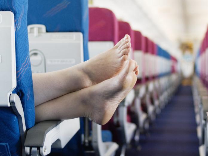pieds nus avion les 10 commandements du voyage en avion