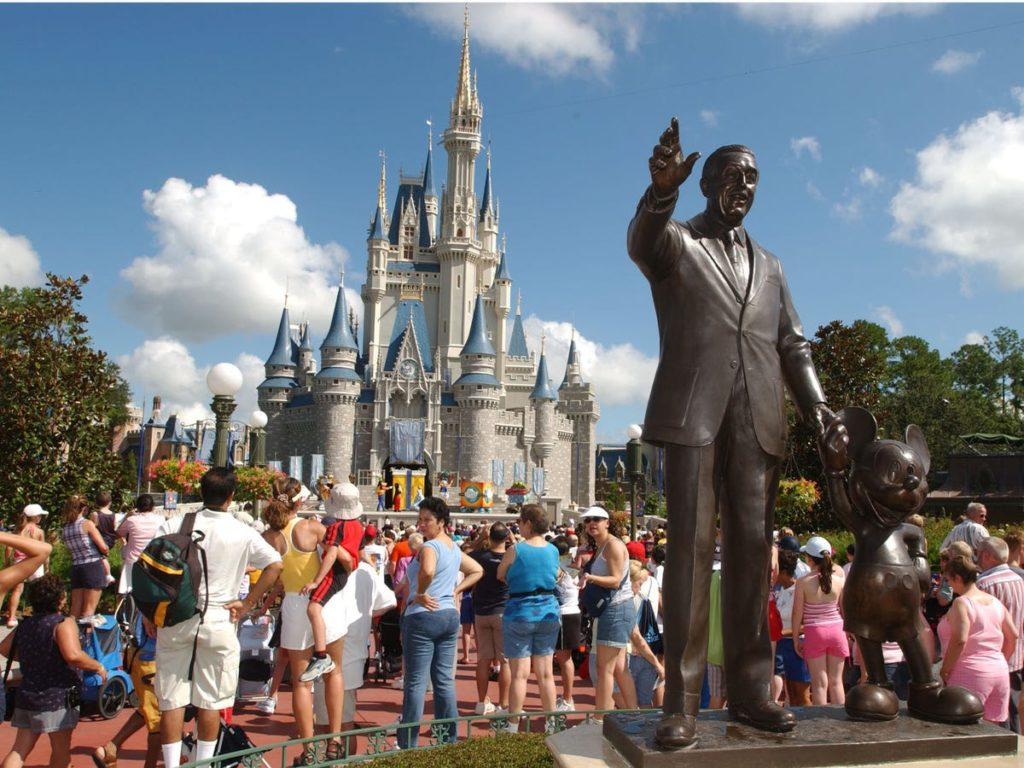 Mickey et Walt Disney. - Occuper ses enfants pendant le confinement